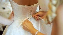 Người phụ nữ mặc áo cưới suốt... 10 năm