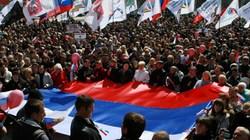 Cận cảnh 2.000 người cầm cờ Nga tập trung ở Donestk