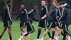 """Chùm ảnh cầu thủ Chelsea và PSG hăng say tập luyện trước """"giờ G"""""""
