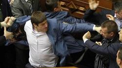 Các nghị sĩ Ukraine choảng nhau vì bất ổn leo thang