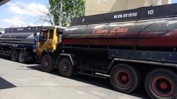 TP.HCM: Phát hiện nhiều xe bồn chở dầu 'pha' nước
