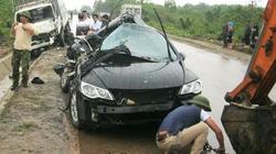 Vụ xe taxi bị đâm nát: Cặp sinh đôi một tử vong, một nguy kịch