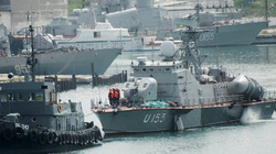 Nga giao lại tàu chiến đầu tiên ở Crimea cho Ukraine