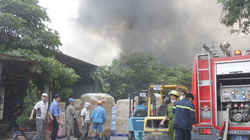 Clip: Cháy lớn ở KCN Vĩnh Tuy, khói ngút trời