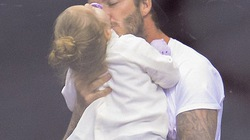 David Beckham ôm hôn thắm thiết con gái Harper