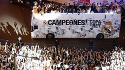 Chùm ảnh cầu thủ Real ăn mừng thâu đêm ở Madrid