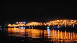 Sắp đặt nghệ thuật 4.000 chậu nến, cầu Trường Tiền lung linh trong đêm