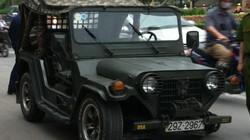 Xe Jeep bất ngờ gãy trục, văng bánh trên phố