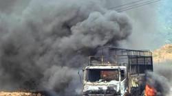 Xe tải vừa chạy vừa bốc cháy dữ dội trên quốc lộ