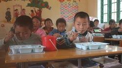 """Kêu gọi ủng hộ """"Bữa trưa có thịt, cá cho trẻ em nghèo"""""""
