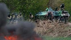 Đụng độ nổ ra, xe bọc thép Ukraine rầm rập vào miền Đông