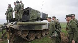 Cận cảnh xe tăng Nga tập trận, phô diễn sức mạnh gần biên giới Ukraine