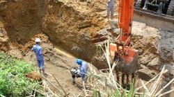 Đường ống nước sạch sông Đà lại bị vỡ