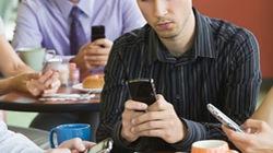Bị 'tố' thu cước 3G vô tội vạ: VinaPhone đổ lỗi cho khách hàng