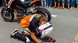 Vì sao tay đua mô tô Malaysia vái lạy khán giả VN?