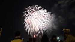 Pháo hoa rực rỡ trên bầu trời TP.Hồ Chí Minh
