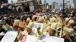 Gia đình nạn nhân vụ chìm phà Sewol biểu tình phản đối chính phủ Hàn Quốc