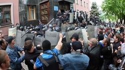 Mất kiểm soát miền Đông, Ukraine khôi phục chế độ nghĩa vụ quân sự