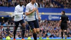 Hạ gục Everton, Man City lên đầu bảng
