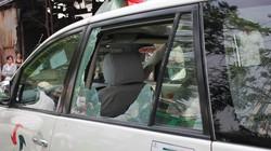 """""""Kiều nữ Hải Dương"""" đập vỡ kính taxi, đòi tài xế trẻ đẹp """"phục vụ""""?"""