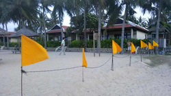 """""""Cát cứ"""" bãi biển Nha Trang!"""