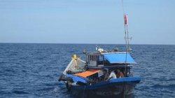 Quảng Ngãi: Cứu 12 ngư dân bị nạn trên biển