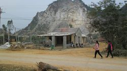 Khai thác đá làm hỏng nhà dân
