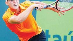 Tay vợt trẻ gây sốc khi hạ gục Wawrinka
