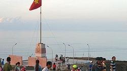 Cột cờ đảo Lý Sơn thu hút du khách