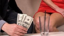 Người giàu ít hứng thú tình dục hơn người nghèo