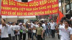 Tuần hành phản đối Trung Quốc: TP.HCM rực sắc đỏ, vang lời ca yêu nước