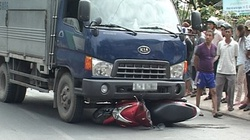 Thảm kịch xe tải đâm xe máy, 3 mẹ con tử vong