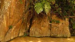 Ký tự kỳ bí trên đá núi vùng sông A Vương (Tây Giang, Quảng Nam)