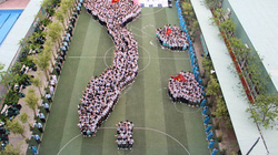 Xúc động hình ảnh 800 học sinh xếp hình bản đồ Việt Nam