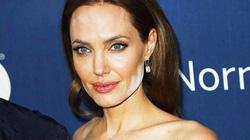 Angelina Jolie mất điểm vì mặt loang lổ, lem nhem