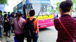 Giá vé xe buýt tăng sốc, sinh viên kêu trời