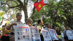Chùm ảnh: Mít-tinh ở Huế yêu cầu Trung Quốc rút giàn khoan ra khỏi vùng biển Việt Nam