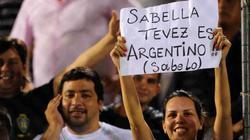 """Tevez """"chơi đẹp"""" dù bị gạch tên tức tưởi"""