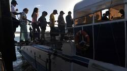 Đi tàu chui thoát khỏi Tacloban