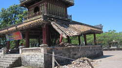 Di tích Phu Văn Lâu bị sập vì thiếu sự quan tâm?