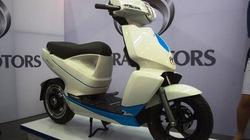 Cận cảnh xe máy điện kết nối iPhone đắt hơn Honda SH sắp về VN