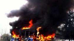 Xe bus bốc cháy, hơn 30 trẻ em chết thảm