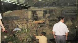 Xe tải phóng nhanh đánh võng, đâm vào nhà dân làm chết người