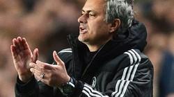 Mourinho chào đón Van Gaal tới M.U