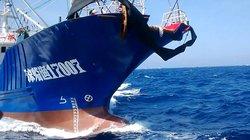 """Cùng ngư dân đối mặt tàu Trung Quốc: Gặp """"bão"""" bu long, ốc vít…"""