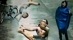 Thót tim pha đỡ gọn bé hai tuổi rơi từ tầng 2
