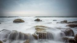 Khoảnh khắc sóng biển Phan Thiết đẹp mê hồn