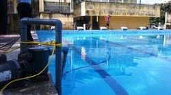 Hà Nội: Rắc hóa chất vào bể bơi để 'làm sạch và trong nước'