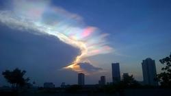 Kỳ thú mây ngũ sắc trên bầu trời Hà Nội
