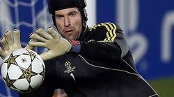 Đẩy Cech đến PSG, Chelsea dọn chỗ chờ Courtois
